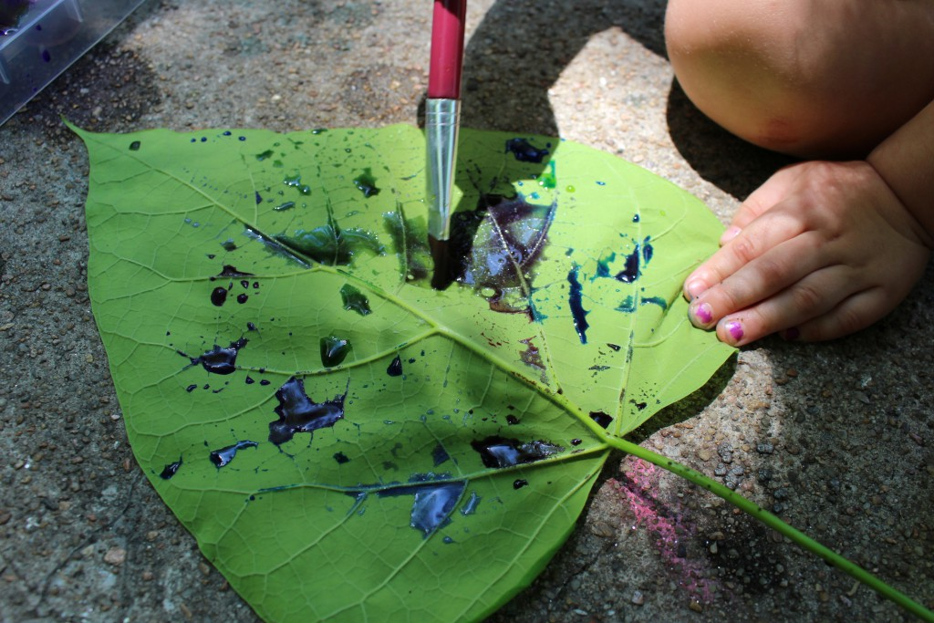 Leaf painting with watercolors to learn about leaf veins and cohesion