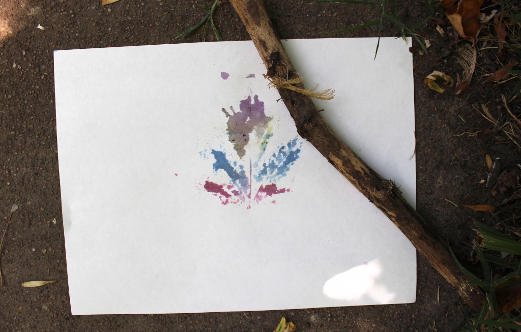 Leaf printing with watercolors - Art and Nature Activity for Kids